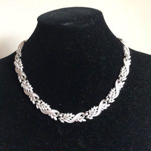Vintage Trifari Leaf/ Vine Silver Tone necklace